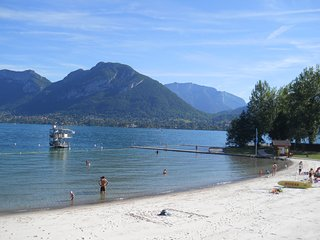 garden apartment 200m from beach on Lake Annecy & 20 min to Leschaux ski resort