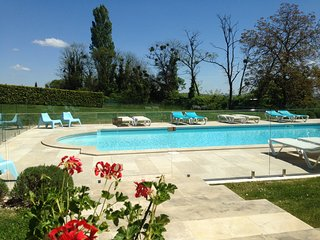 Joli Fleuron - A Luxury Self-Catering Holiday Home in South-West France