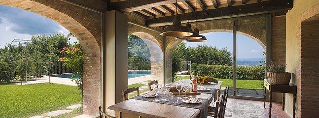 Villa Mandorlo's dining room
