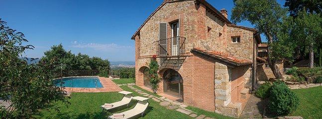 Villa Mandorlo's back