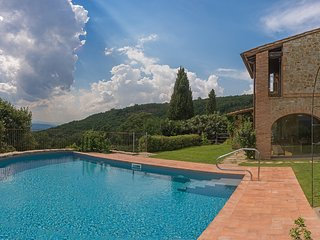 Charming Tuscan villa surrounded by organic vineyards with breathtaking view
