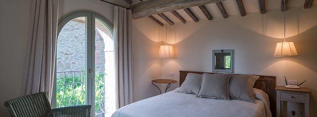 One of Villa Mandorlo's double bedrooms with ensuite bathroom