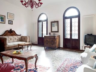 Pleasant apartment close to Rialto with WI-FI