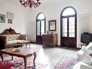Pleasant apartment close to Rialto with WI-FI