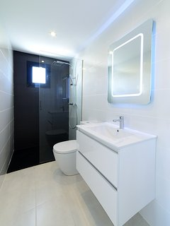 Master Bathrooms En-Suite Bathroom