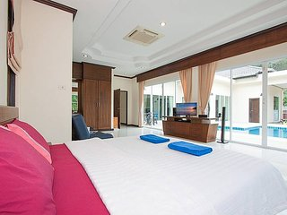 Phuket Holiday Villa 8041