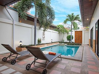 Villa Sum 41 - Modern 2 Bedroom Private Pool Villa in Central Pattaya