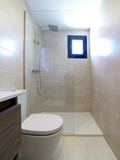 2nd Bedrooms En-Suite Bathroom