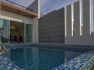 Kata Horizon Villa B2 - 4 Bedroom Pool Villa With Sea Views in Phuket, Chalong