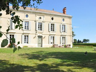 Joli Fleuron - A Luxury Self-Catering Holiday Home in South-West France, Baleyssagues