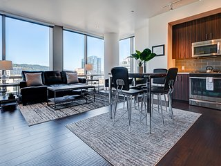 Amazing 9th Avenue Apartment by Stay Alfred, Portland