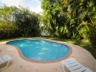 Villa Tropical Oasis heated pool tropical garden