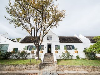 Yellow Wood Self Catering House - Cape Dutch Quarters