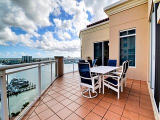Belle Harbor 1010W Beautiful 15th floor 3 Bedroom 3.5 Bathroom Penthouse at the