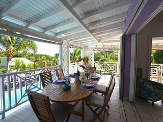 Three Bedrooms Villa with pool a minute to Orient Beach.