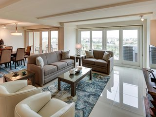 Oceanfront, dog-friendly condo w/ pools, hot tubs, tennis & gym