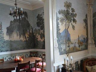 Casa apalaçada histórica e típica da burguesia da primeira metade do séc. XIX.