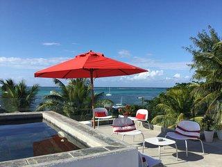 Villa Ora - Penthouse pieds dans l'eau avec piscine privée, Roches Noire