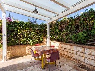 Komfortable Wohnung (Gelb) in eines eleganten Hauses 50 Meter vom Meer entfernt.