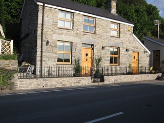 Bespoke Luxury Detached Stone Cottage For 2 - Near Beach - Ideal For All Seasons