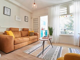 Trendy and perfectly located apartment with balcony, Amsterdam