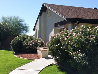 Beautiful 2 Bedroom 2 Bath. Golf, Pool, Shopping, Major Sporting Venues., Peoria