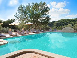 Private luxurious villa, 20-32 sleeps, 20x8m pool, 50.000sqm enclosed garden