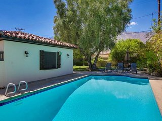 4BR Residence in Central Palm Springs w/Large Yard, Pool, Garage.  Free WiFi!