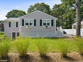 SLEEPS 10, NEWLY REMODELED, CLUB POOL & TENNIS 133081, Falmouth