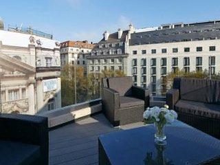 Crisp 3 Bedroom Penthouse in Covent Garden
