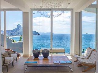 Marvelous 6 Bedroom House in Joa