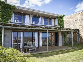 Delightful 4 Bedroom House in Manantiales, Punta del Este