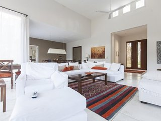 Beautiful 4 bedroom House Near to Manantiales Beach