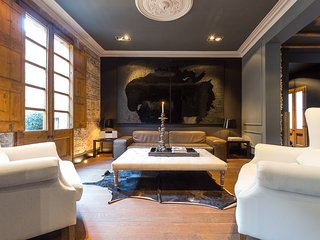Immaculate 2 Bedroom Apartment in El Born