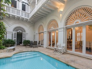 Splendid 5 Bedroom Villa in Old Town, Cartagena