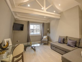 Lovely 2 Bedroom Apartment in Prime Covent Garden