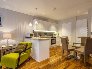 Peaceful Apartment on Lovat Lane, Londen