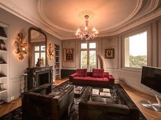 Picturesque 3 Bedroom Apartment Near Notre Dame