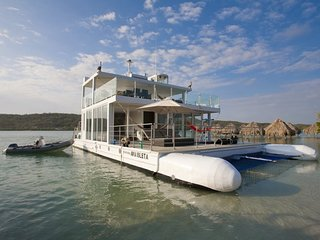 Luxury 3 Bedroom Boat Off the Coast of Cartagena