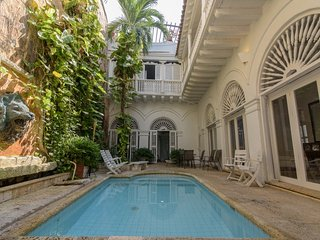 Cozy 3 Bedroom Home  with shared pool  in Old Town, Cartagena