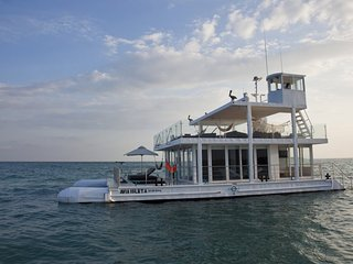 Luxury 2 Bedroom Boat Off the Coast of Cartagena