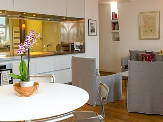 Ultra Stylish 2 Bedroom Apartment Overlooking the Louvre