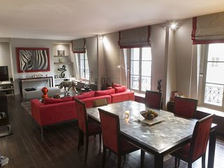 Luxurious 1 Bedroom Apartment in Champs Elysees