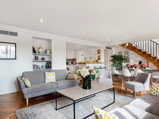 Airy 3 bedroom overlooking the Palais Royal Gardens, París
