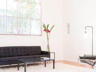 Tasteful 2 Bedroom Apartment in the Hollywood Hills, Los Ángeles