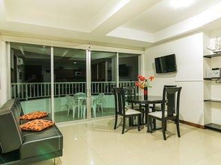 2 Bedroom Apartment with Balcony in Bocagrande, Cartagena