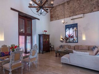 Wonderful 6 Bedroom Colonial House in Old Town, Cartagena