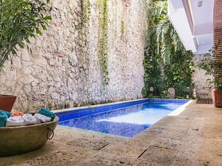 Rustic Chic 4 Bedroom Home with Pool in Old Town, Cartagena