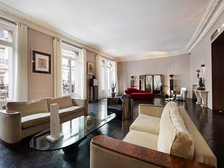 Luxury 2 Bedroom Apartment Along Champs Elysees