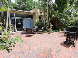 ***SUMMER PROMO** Like House-furn'd-top location-gated garden+large terrace-pets
